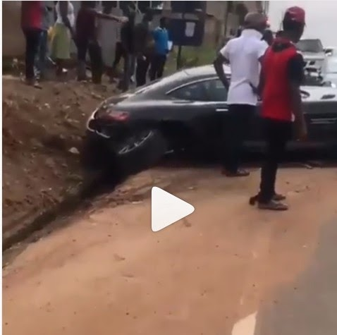 DAVIDO'S REACTION IN THE CRASH OF NEW BENZ