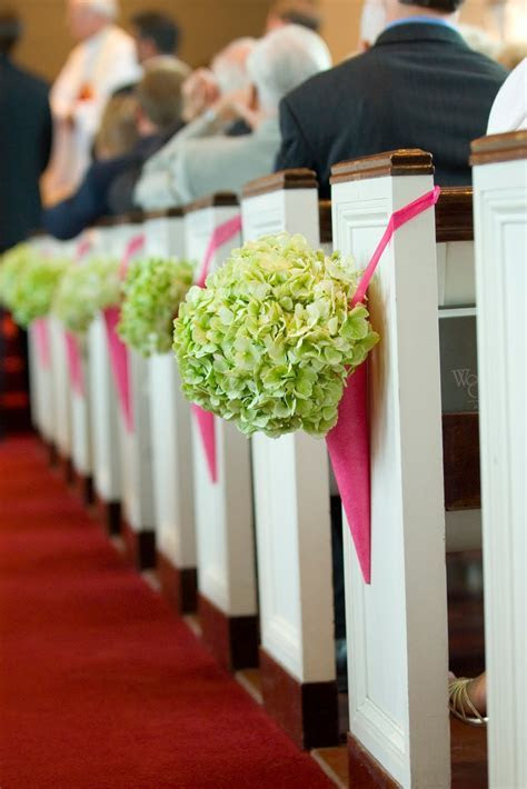 Memorable Wedding: Here Are Ideas for Church Pew Wedding