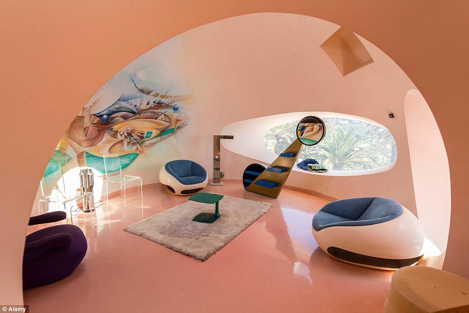 The rooms focus on a circular theme, similarly to the architectural structure, with round seats and irregular window shapes