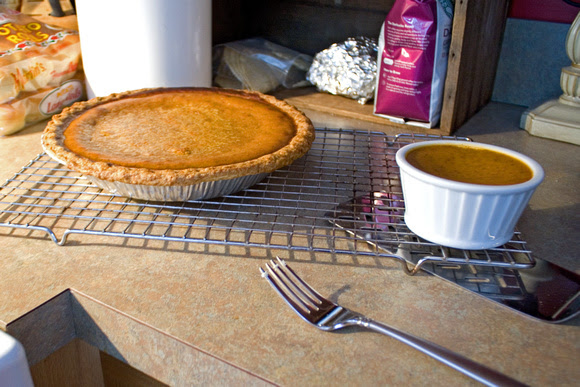 pumpkin pie via foobella.blogspot.com