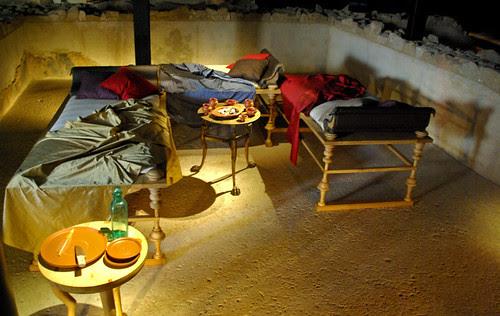 Triclini d'estiu (menjador), Casa dels dofins, finals s. I a.C., Badalona