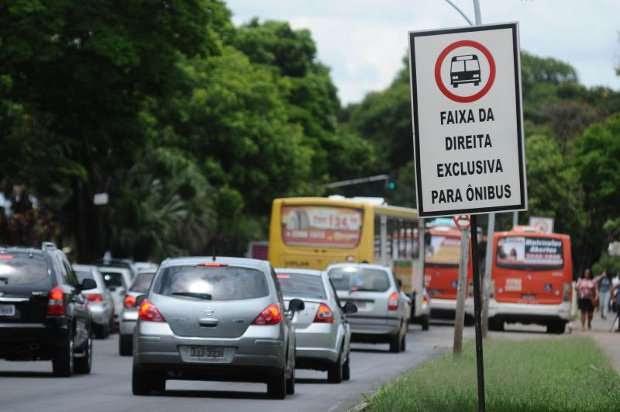 s motoristas de carros de passeio que desobedecerem a regra poderão levar multa de R$53,20 (Monique Renne/CB/D.A.press (19/11/2012))