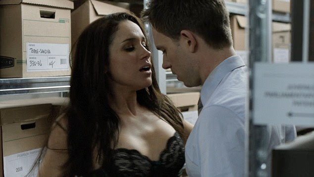 Rachel Zane(played by Meghan Markle) romps with boyfriend Mike Ross in legal drama Suits