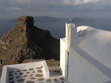 Santorini. Blanc nuclear i lava volcànica.