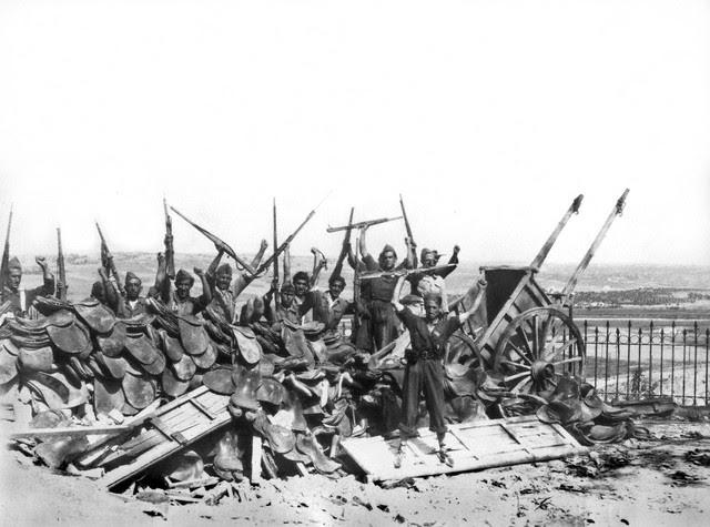 Milicianos en el Paseo del Miradero el 1 de septiembre de 1936. Image by © EFE/Corbis