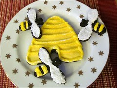 Beehive and bees cookie