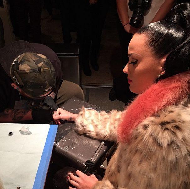Katy Perry Y Su Tatuaje Para Recordar Show En El Super Bowl Tv