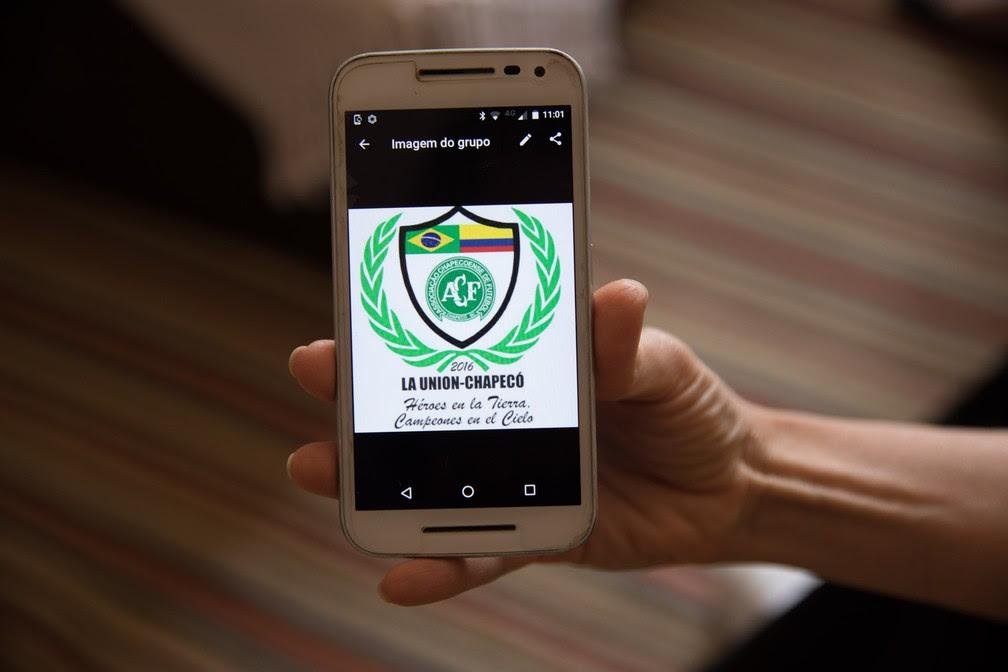 Grupo de WhatsApp foi criado para compartilhar fotos dos pertences dos mortos recolhidos (Foto: Fábio Tito/G1)