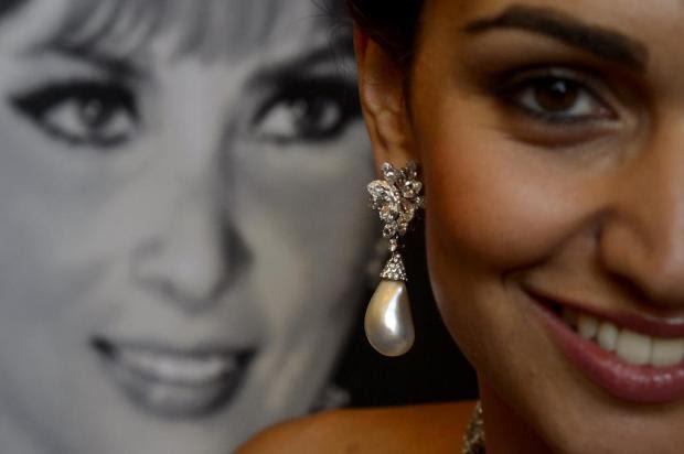 Brincos de Gina Lollobrigida são leiloados por US$ 2,39 milhões FABRICE COFFRINI/AFP