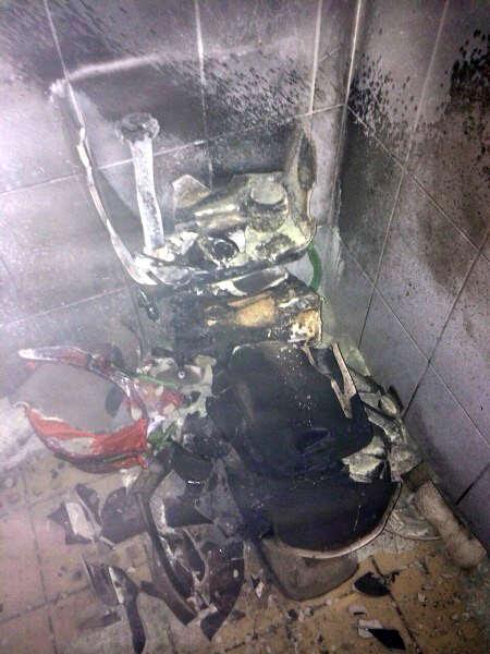 Mulher explode banheiro ao tentar matar barata