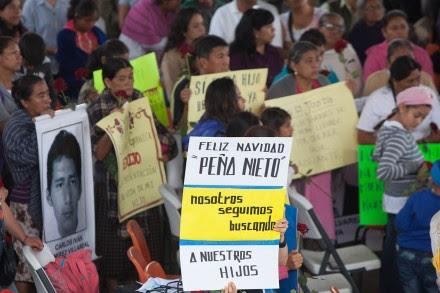 Celebran misa en Ayotzinapa por normalistas desaparecidos. Foto: Octavio Gómez
