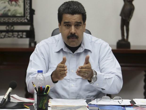 Maduro fala durante encontro com ministros no Palácio Miraflores em Caracas nesta segunda-feira (7) (Foto: Palácio de Miraflores/Handout via Reuters)