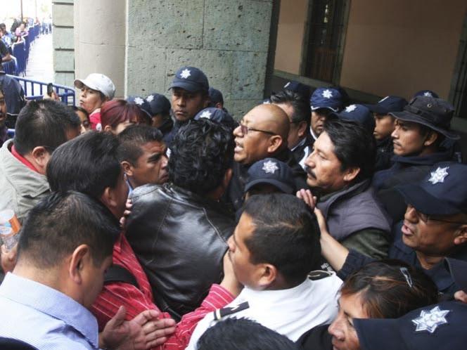 Maestros de Oaxaca y Chiapas cierran y bloquean negocios