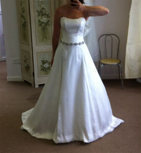 Alan Hannah Ex sample but never worn   Sell My Wedding