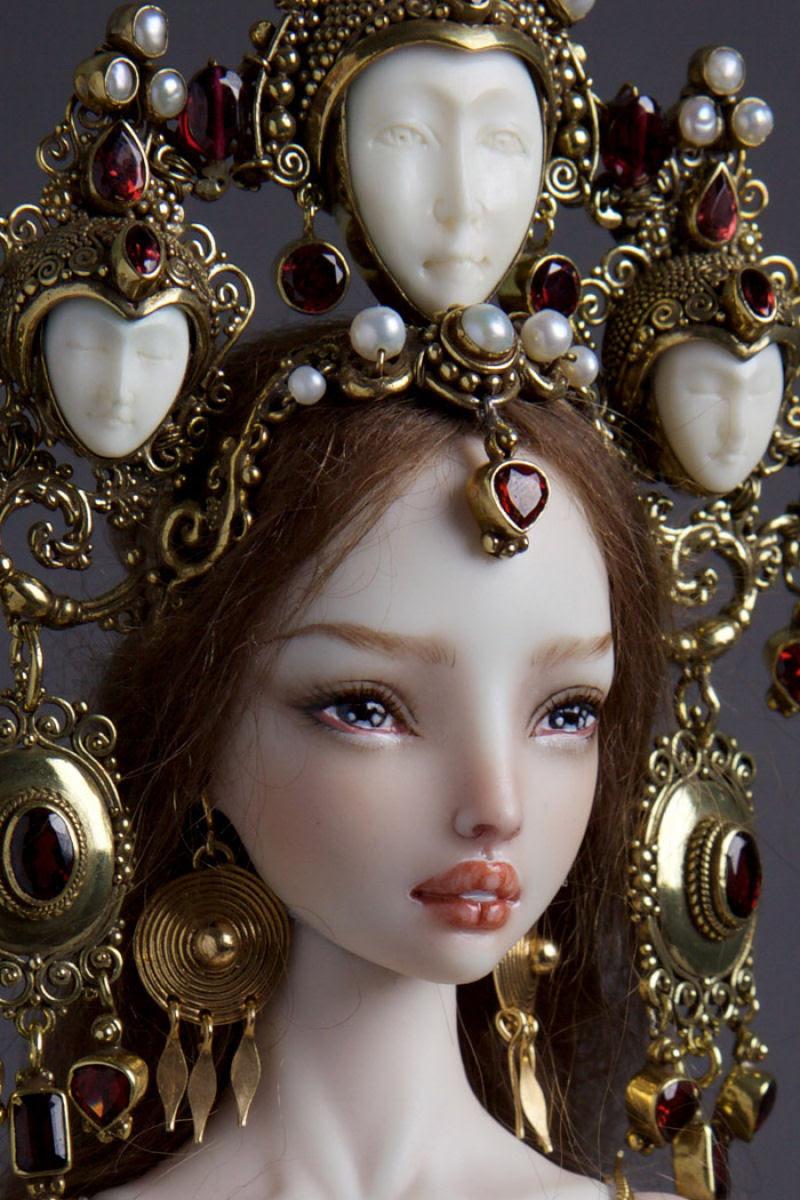 Elegantes bonecas lacrimejantes transmitem a complexidade das emoções humanas 20