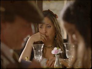 Ela se decepciona com o beijo dos dois (Foto: Cordel Encantado/Tv Globo)
