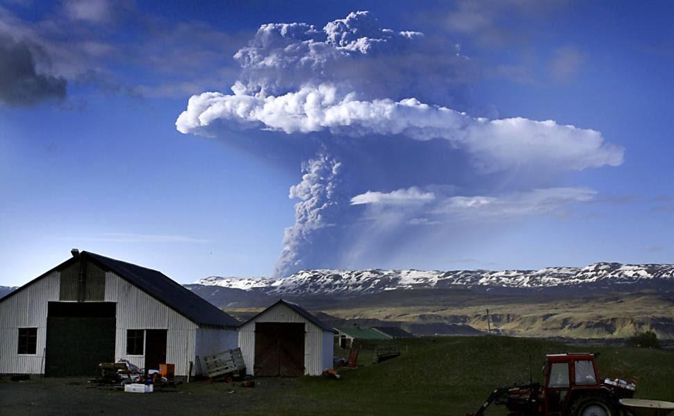 Vulcão Grimsvoetn, na Islândia, entrou em erupção neste sábado, por volta das 16h de Brasília; efeito sobre tráfego aéreo ainda é estudado
