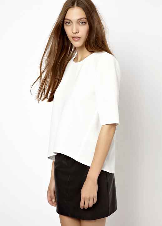 LE FASHION BLOG MINIMAL BLACK AND WHITE LOOK CLEAN LINES WHISTLES SCULPTURED WHITE T SHIRT BLACK LEATHER SKIRT SPRING SUMMER INSPIRATION GET THE LOOK photo LEFASHIONBLOGMINIMALBLACKANDWHITELOOKCLEANLINESWHISTLESSCULPTUREDWHITETSHIRTBLACKLEATHERSKIRT.png