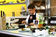 """Micul bucătar de 10 ani i-a lăsat pe jurații ,,Chefi la cuțite""""  cu ochii în lacrimi"""
