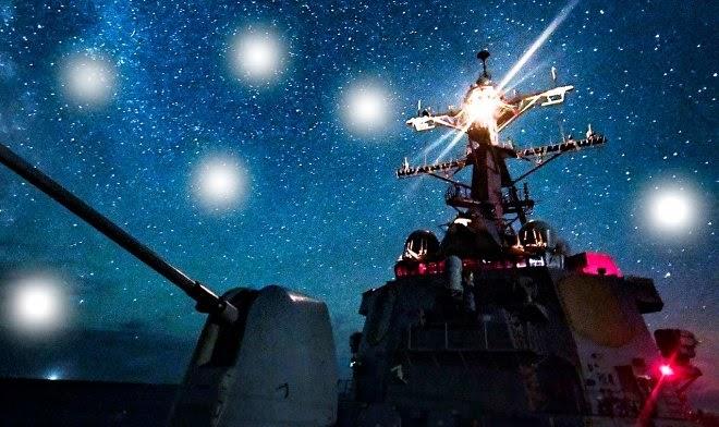 Неизвестные светящиеся аппараты кружат над боевыми кораблями разных стран