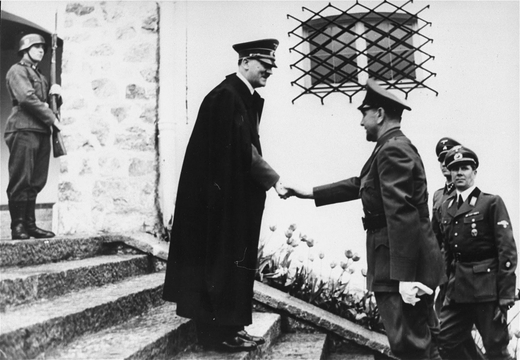 Datei:Adolf Hitler meets Ante Pavelić.1941.jpg