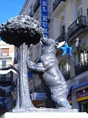 Statue Beruang, Madrid, Spain
