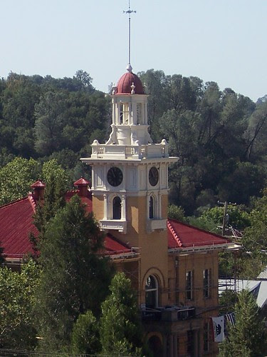 Sonora, Ca Courthouse by jaccie