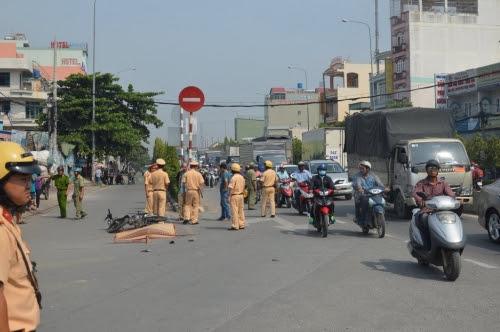 Hình ảnh Xe ben tông liên tiếp 3 xe máy, 1 người tử vong tại chỗ số 1