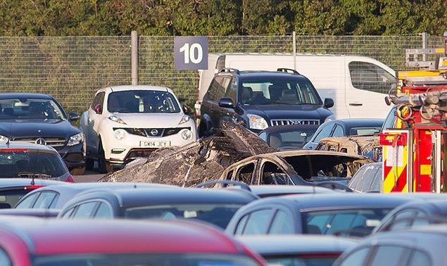 Jato da Embraer que levava membros da família Bin Laden cai em meio a local de leilão de carros em Hampshire, na Inglaterra