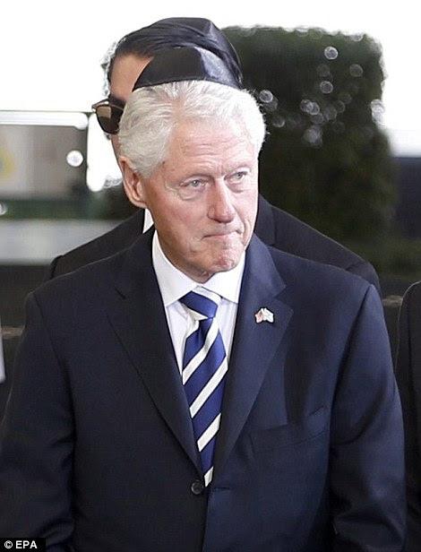 Outgoing presidente dos EUA, Obama também foi acompanhado pelo ex-presidente Bill Clinton no Monte Herzl Cemetery