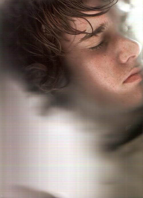 http://fc00.deviantart.com/fs11/i/2006/245/e/b/Face_by_Ungat_trunn.jpg