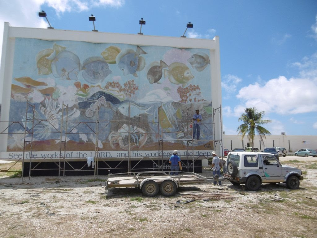 Twr S Mural Of Underwater Sea Life Is In Scaffoldings Bes Reporter