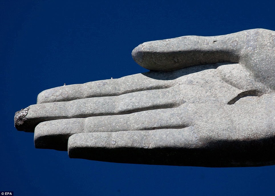 Damaged: View of the damaged hand of the sculpture in Rio de Janeiro