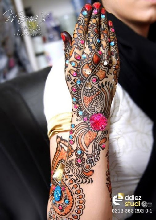 Beautiful-Indian-Bridal-Wedding-New-Mehndi-Designs-Embroidery-Dulhan-Feet-Mehndi-8
