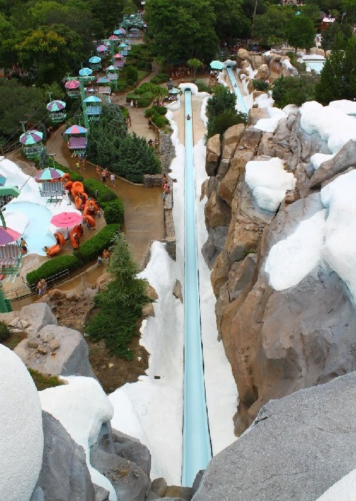 Необычный аквапарк Disney's Blizzard Beach в стиле горнолыжного курорта. Фото