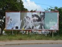 """Obra de arte financiada com verba pública que sugeria beijo-gay de """"Jesus"""" é destruída"""