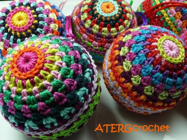 Crochet pattern colorful Christmasball by ATERGcrochet