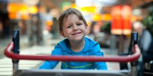 Чем занять ребенка в очереди и транспорте