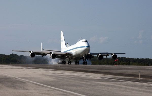 The Shuttle Carrier Aircraft (SCA) that will transport Endeavour to Los Angeles International Airport touches down at Kennedy Space Center (KSC) on September 11, 2012.
