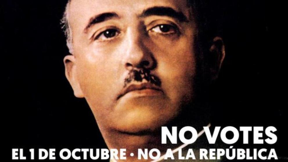 Independentistas cuelgan carteles de Franco pidiendo no votar en el referéndum