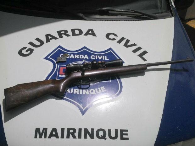 Rapaz é preso suspeito de roubar carga de vagão em Mairinque (Foto: Guarda Municipal de Mairinque)