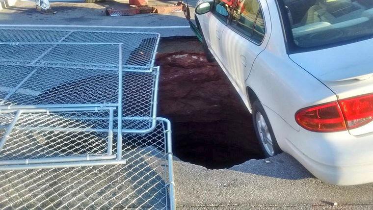 sinkhole Wilkesboro, Car stuck in Wilkesboro sinkhole
