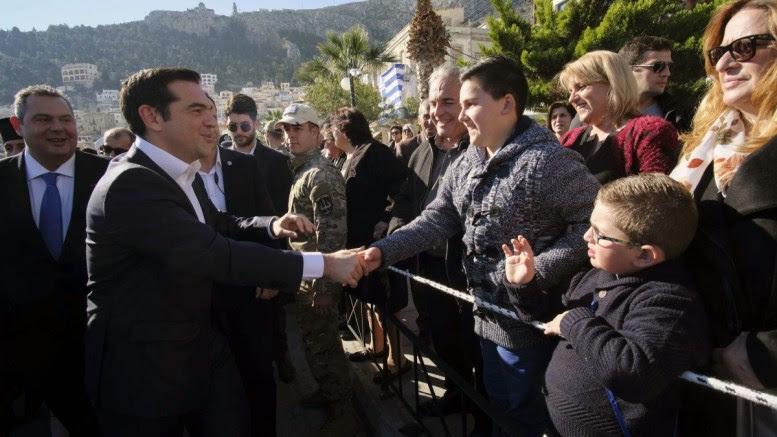 File Photo: Ο πρωθυπουργός Αλέξης Τσίπρας (2A), συνοδευόμενος από τον υπουργό Εθνικής Άμυνας, Πάνο Καμμένο (Α). ΑΠΕ-ΜΠΕ, ΓΡΑΦΕΙΟ ΤΥΠΟΥ ΠΡΩΘΥΠΟΥΡΓΟΥ, ANDREA BONETTI