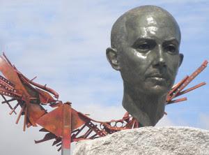 Busto a Miguel Hernández. /Foto: www.lahornacina.com