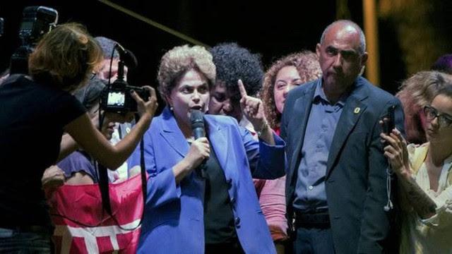 Dilma Rousseff promete reagir às restrições da Casa Civil ao uso de aviões da FAB.