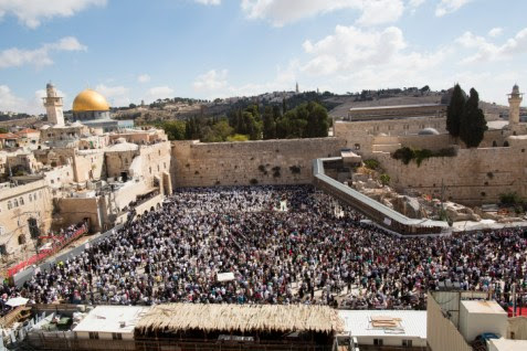 Jews at the Western Wall, which the  Palestinian Authority wants to be made part of Al Aqsa.