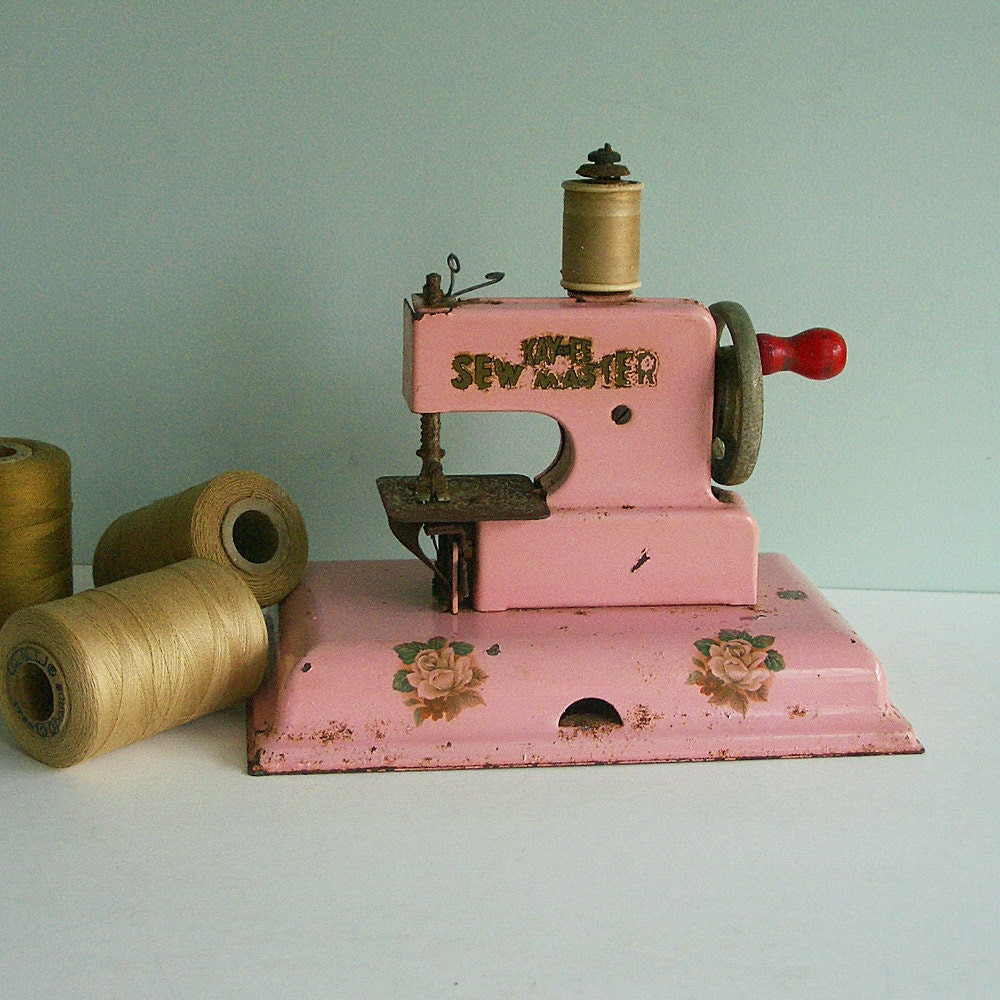 1940s KAY-an-EE Sew Master Toy Sewing Machine, Pink with Rose Decals
