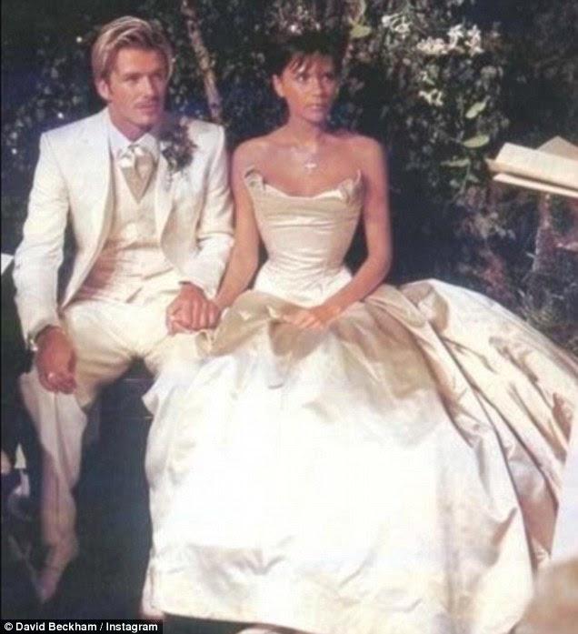 A imagem do amor: Victoria e David Beckham, DVB marca, estavam comemorando 17 anos de casamento em um número de jorrando mensagens Instagram compartilhados na segunda-feira, com recapitular encaixe para o seu casamento