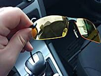 Fica cego à noite? Use estes óculos para finalmente dirigir novamente em segurança