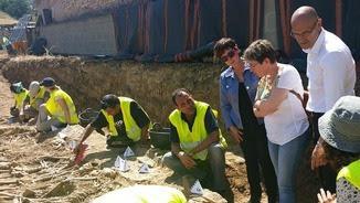 El conseller Romeva visita la fossa de Figuerola d'Orcau